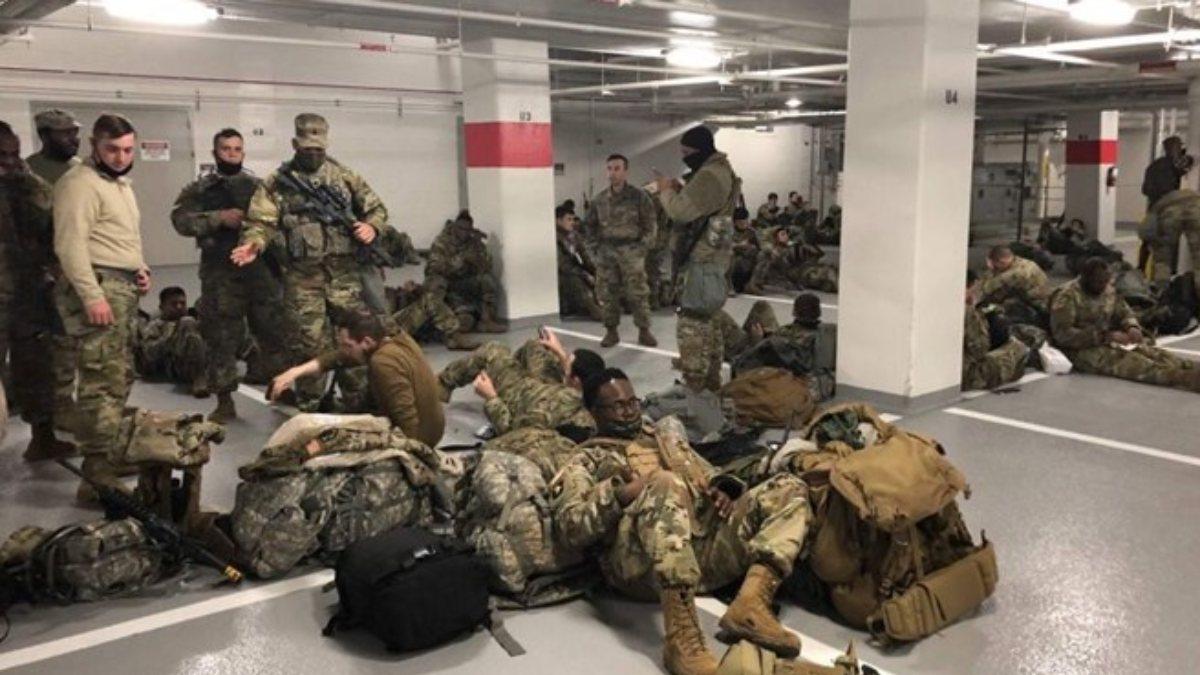 Joe Biden, yerlerde uyuyan Ulusal Muhafızlardan özür diledi