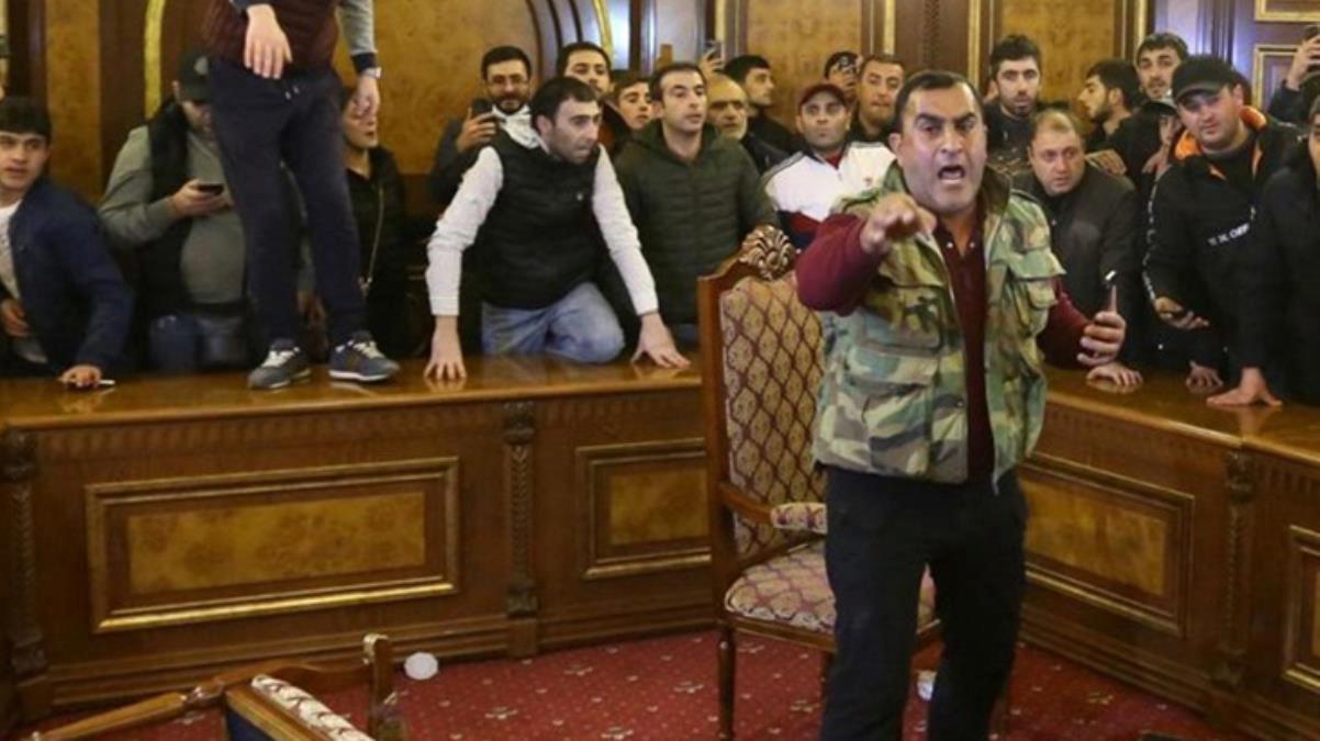 Son Dakika: Ermenistan ordusu, Başbakan Paşinyan ve hükümetin istifasını talep etti
