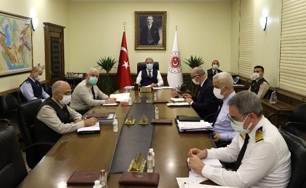 Son dakika haber: Bakan Akar, komutanlarla toplantı yaptı