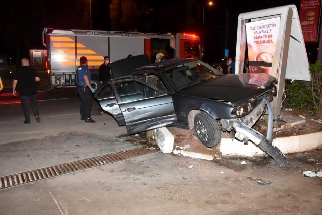 Son dakika haber! İzmir'de nefes kesen kovalamaca: Polis otosuna çarpıp kazaya sebebiyet veren şüpheli gözaltında