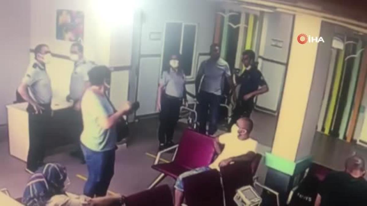 Son dakika haber: Yardım istediği polisin tabancasını kaptı…Korku dolu anlar kamerada