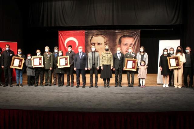 Son dakika haberi: İzmir'de şehit aileleri ve gazilere devlet övünç madalyası