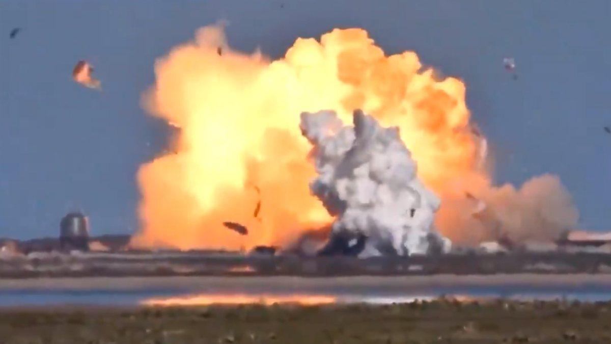SpaceX'in uzay aracı Starship iniş yaparken patladı