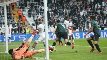 Sporting'in attığı gollerin hepsinin kornerden gelmesi Beşiktaş taraftarını çileden çıkardı