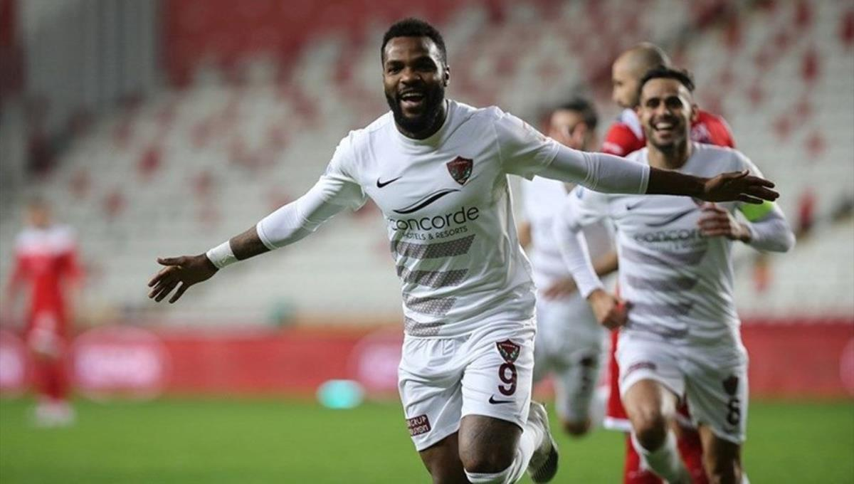 Süper Lig'in gol kralı Boupendza koronavirüs çıktı, Galatasaray maçında sahada yok!