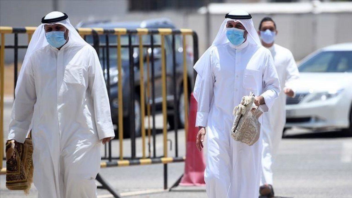 Suudi Arabistan'da korona nedeniyle 30 günlük toplanma yasağı
