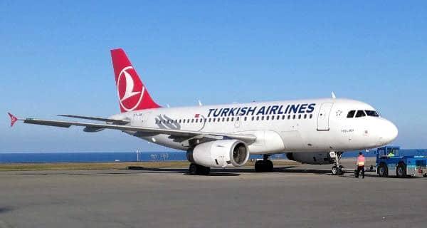 THY: Tiran'daki aşı teslimi sırasında uçağın arkadan geçişini değerlendirdi