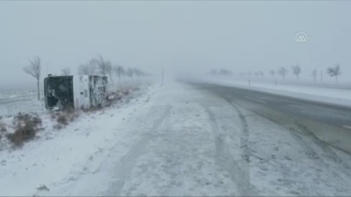 Tur otobüsü şarampole devrildi: 34 yaralı