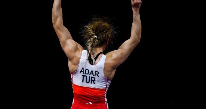 Türk güreşçi Yasemin Adar, Tokyo Olimpiyatları'na kota aldı