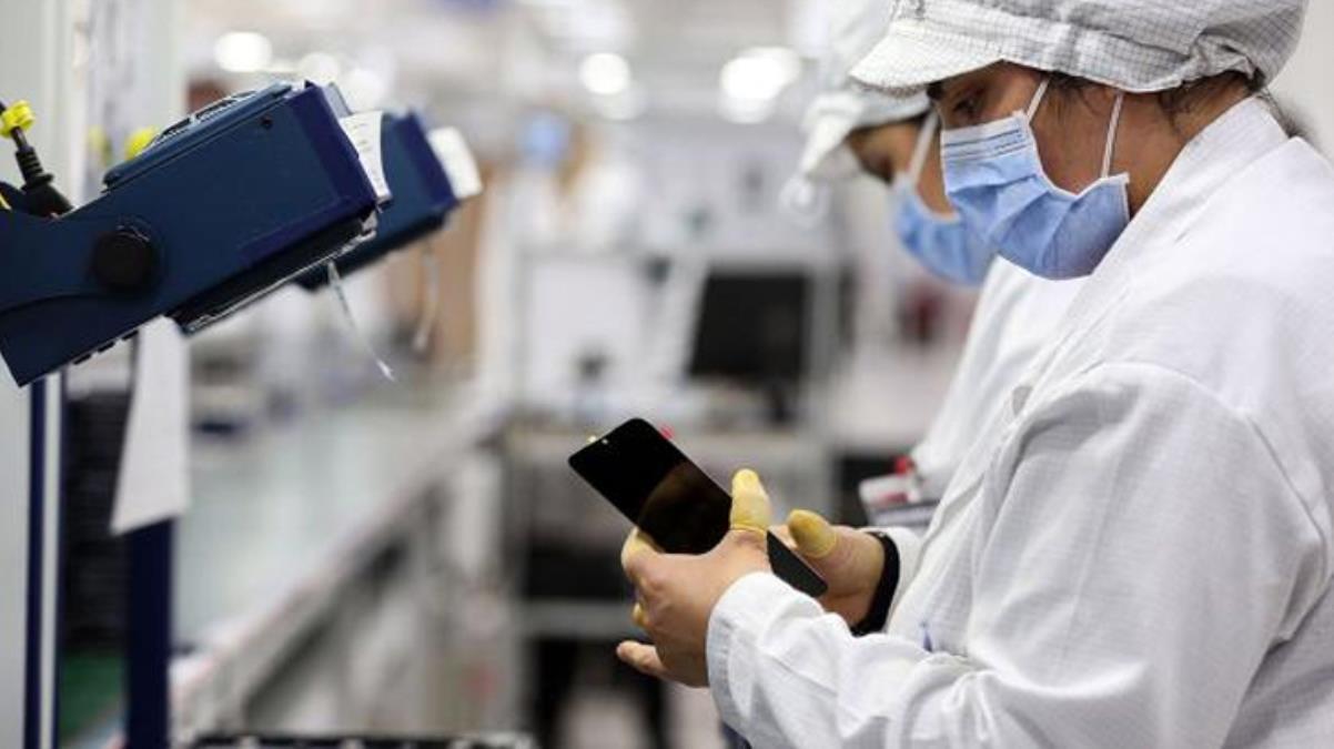 Akıllı telefonların Türkiye fiyatları yarı yarıya düştü
