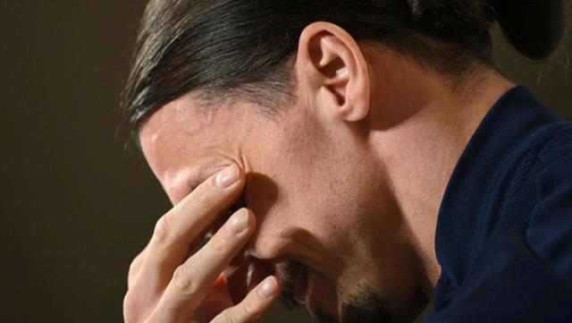Zlatan Ibrahimovic, İsveç Milli Takımı'nın basın toplantısında gözyaşlarını tutamadı