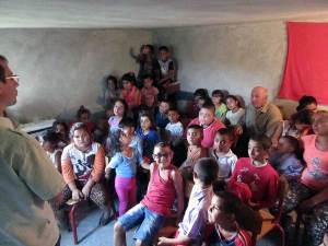 En del af børneflokken i Schito-Golesti