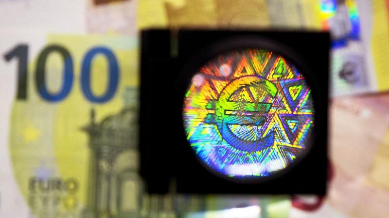 Predstavljene nove novčanice od 100 i 200 evra
