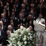 Oproštaj od Mekejna – jasna poruka Trampu