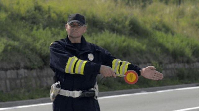 Kamiondžiji saobraćajna policija napisala devet kazni za sat vremena!