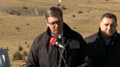 """Vučić dobitnik """"Zlatnog lava"""" za mir"""