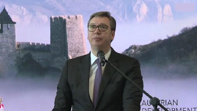 """Vučić: Laže ruski """"Sputnjik"""", nije bilo 50.000 demostranata, bilo ih je 7.500, bio sam na terasi"""