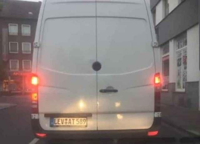 """""""LEVAT"""" NASMIJAO REGIJU Ulicama BiH kruži kombi NEOBIČNIH registarskih tablica"""