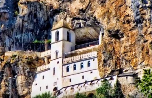 Peticiju protiv zakona o crkvama u Crnoj Gori potpisalo 100.000 građana