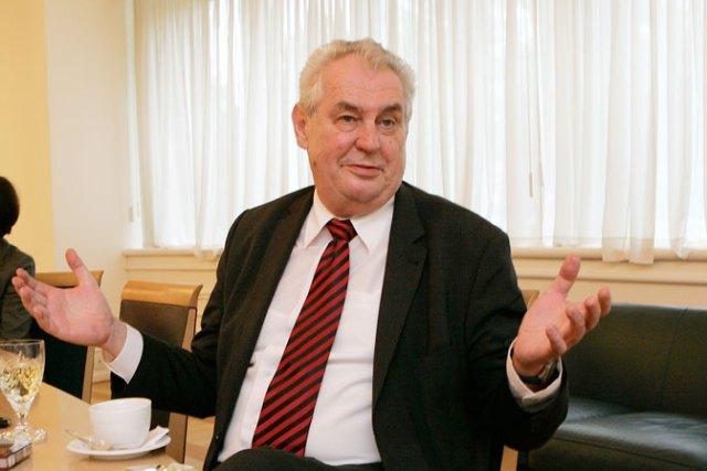Miloš Zeman: Ratni zločinci vode takozvanu državu Kosovo