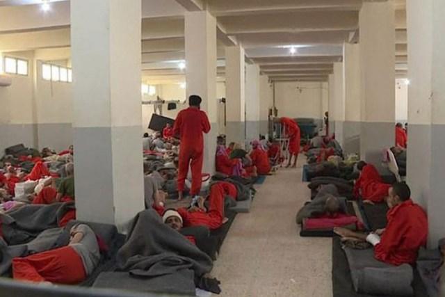 Zatvor džihadista: Smrdi kao u paklu, leže jedan na drugom
