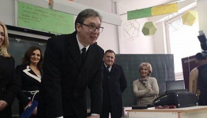 STOKA IZ EUFORA BI DA KONTROLIŠE VUČIĆA! Tražili od direktora škole u Mrkonjić Gradu da ispitaju poklone predsednika Srbije!