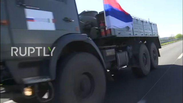 Rusi istakli srpsku zastavu u Italiji na godišnjicu bombardovanja SRJ!