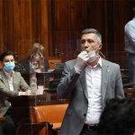 Obezbeđenje iznelo Obradovića iz skupštinske sale zbog duvanja u pištaljku