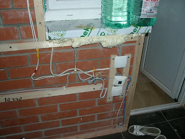 leverer elektricitet til altanen