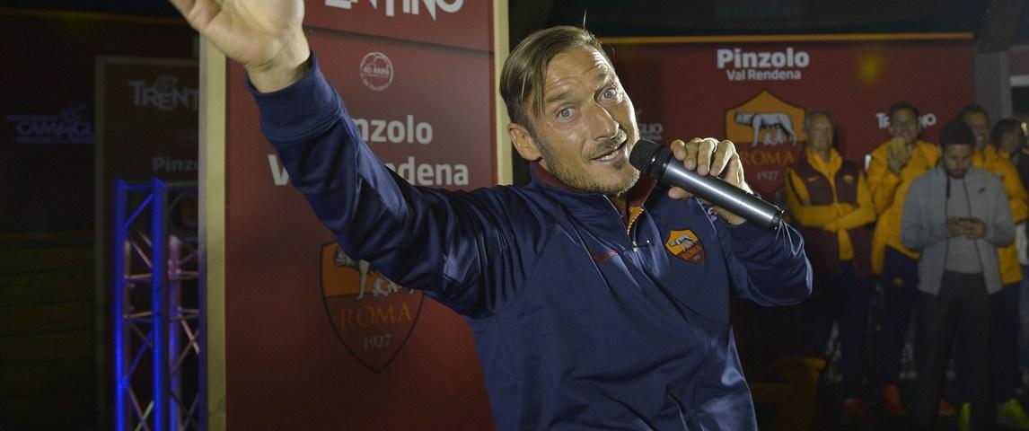 Totti canta in ritiro