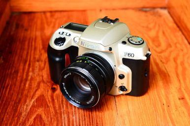 กล้องฟิล์ม Nikon F60 พร้อมเลนส์มือหนุน Helios 44M-4 สภาพสวย (1)