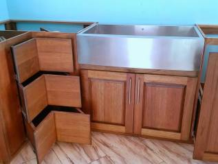 Kitchen cabinets - corner drawers