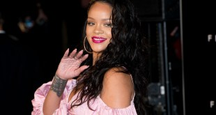 Rihanna Signs With Sony
