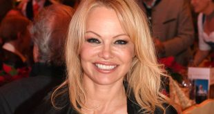 Pamela Anderson SPLits