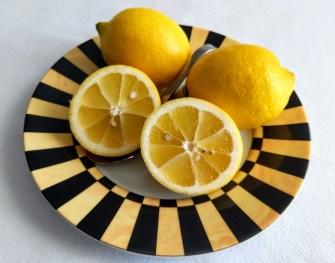 Zitrone im Teller
