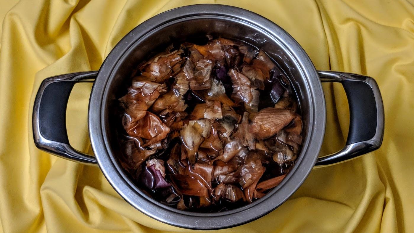 Zwiebelschalen,Wasser,Essig & Salz