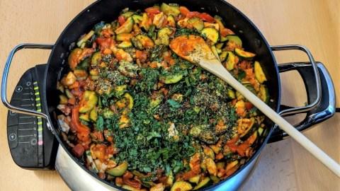 Gesunde Zucchini-Pfanne Gewürze
