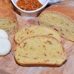 Baguette mit getrockneter Paprika
