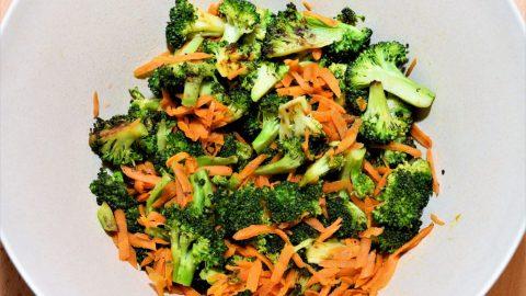 Brokkoli-Salat-mit-Sonnenblumenkernen