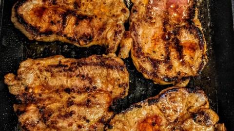 Schweinenackensteak mit Erbsen an Kartoffelstampf Zubereitung 9