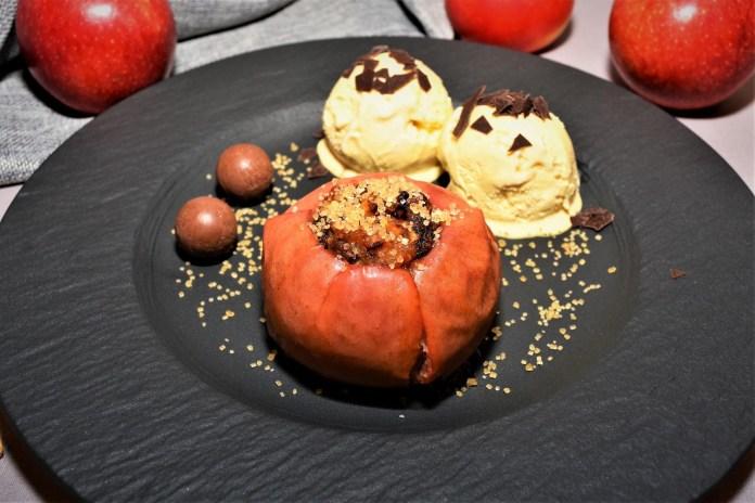 Bratapfel mit Birne und Aprikosen