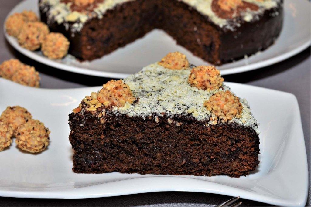 Schokoladenkuchen mit Brombeermarmelade