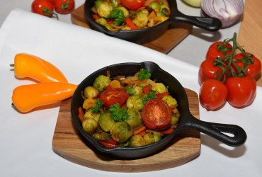 Gebratener Rosenkohl mit buntem Gemüse Rezept