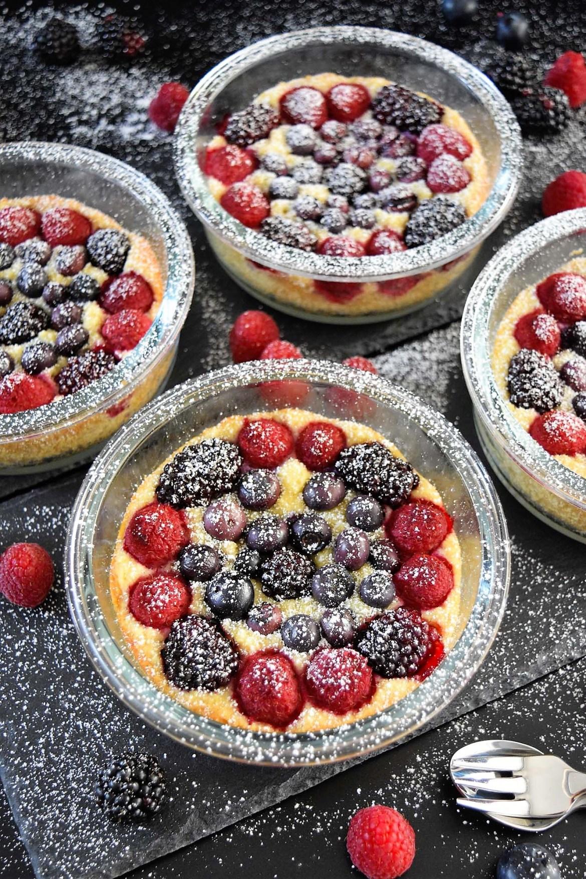 Beeren Kuchen im Glas Sommer Dessert