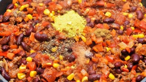 Chili con Carne unter einer Kartoffelhaube