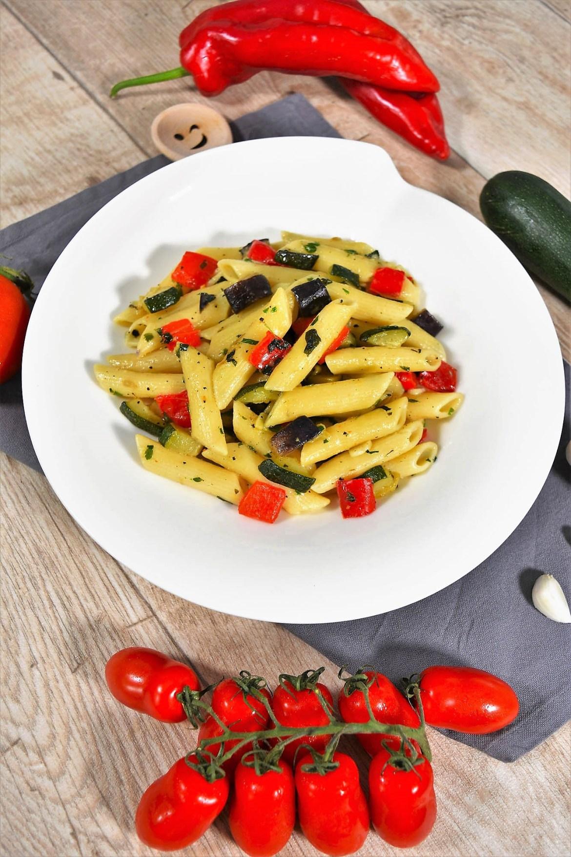 Nudeln mit Gemüse nach mediterraner Art-Gemüsepfanne Pasta-ballesworld