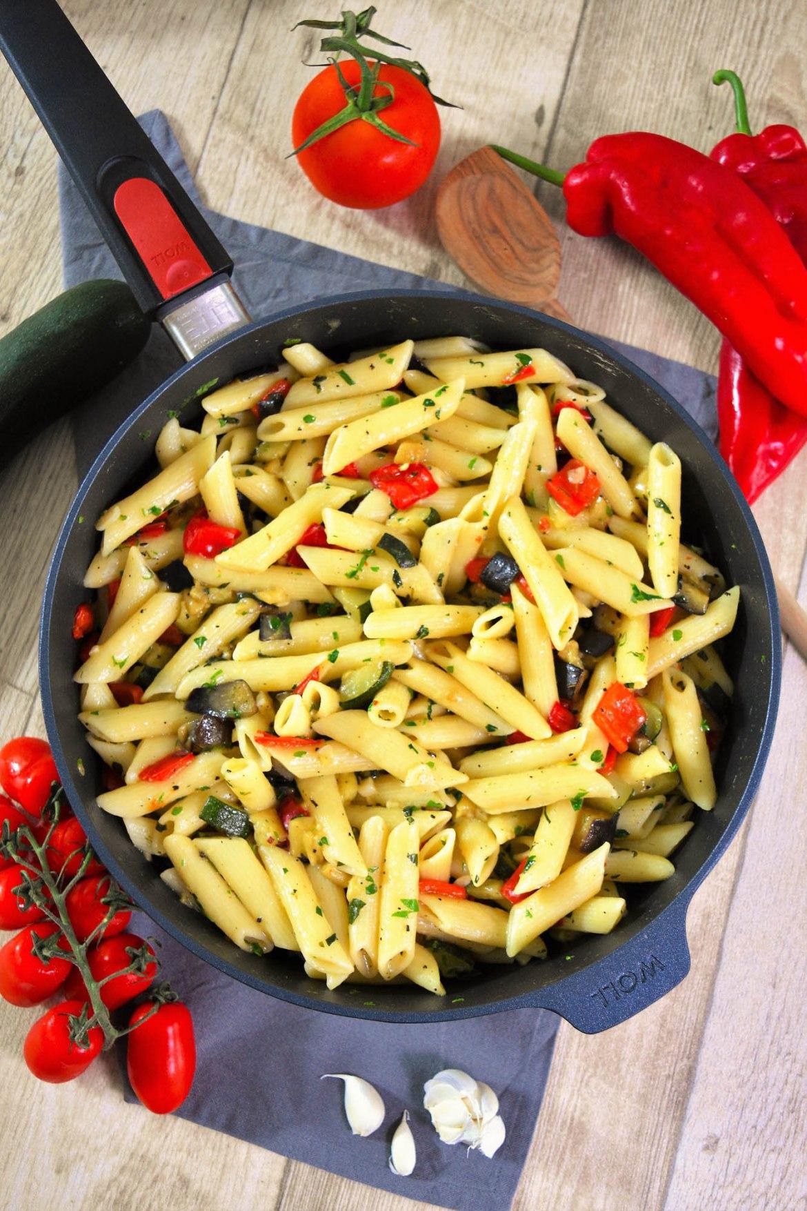 Nudeln mit Gemüse nach mediterraner Art-Vegetarisch-ballesworld