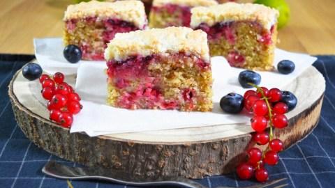 Mandel-Grieß Kuchen mit Johannisbeeren