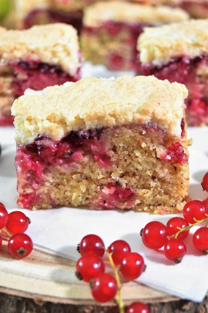 Mandel-Grieß Kuchen mit Johannisbeeren-Sommerkuchen-ballesworld