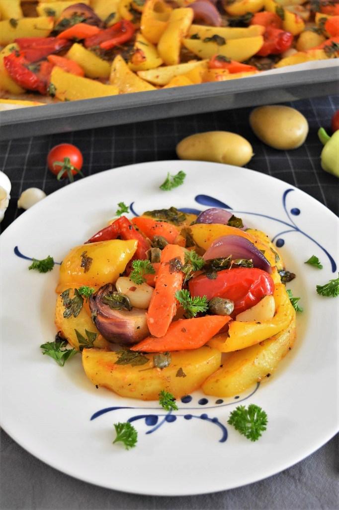 Backofen Kartoffeln mit buntem Gemüse-Gesund-ballesworld